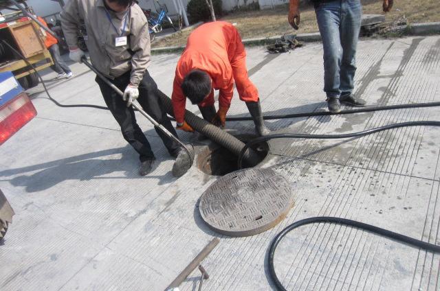 下水道疏通马桶疏通抽淤泥洗管道